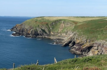 The coast to the west of Ram Head, as viewed from the Cliff Walk.