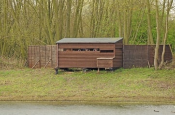 The hide from the opposite shore of the LWT lake.