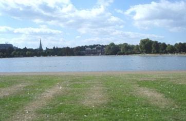 View west across Round Pond toward Kensington Palace