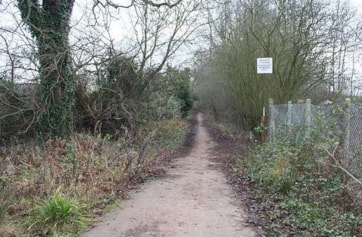 The entrance track from Thrupp Lane